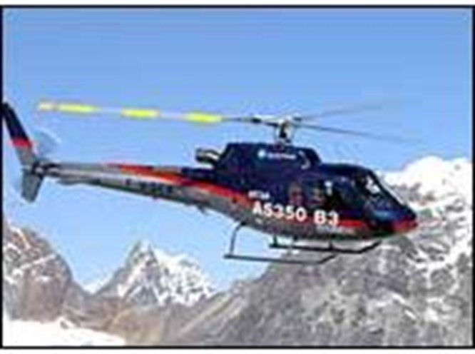 Everest'in zirvesine helikopter indi
